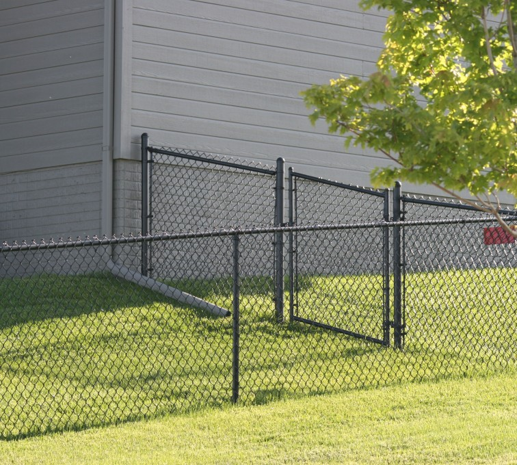 The American Fence Company - Chain Link Fencing, 100 4' black vinyl chain link