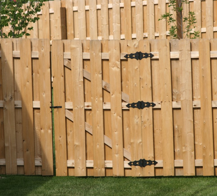 The American Fence Company - Wood Fencing, 1018 Board-on-board