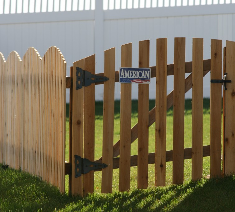 The American Fence Company - Wood Fencing, 1019 Wood 4' Overscallop Picket