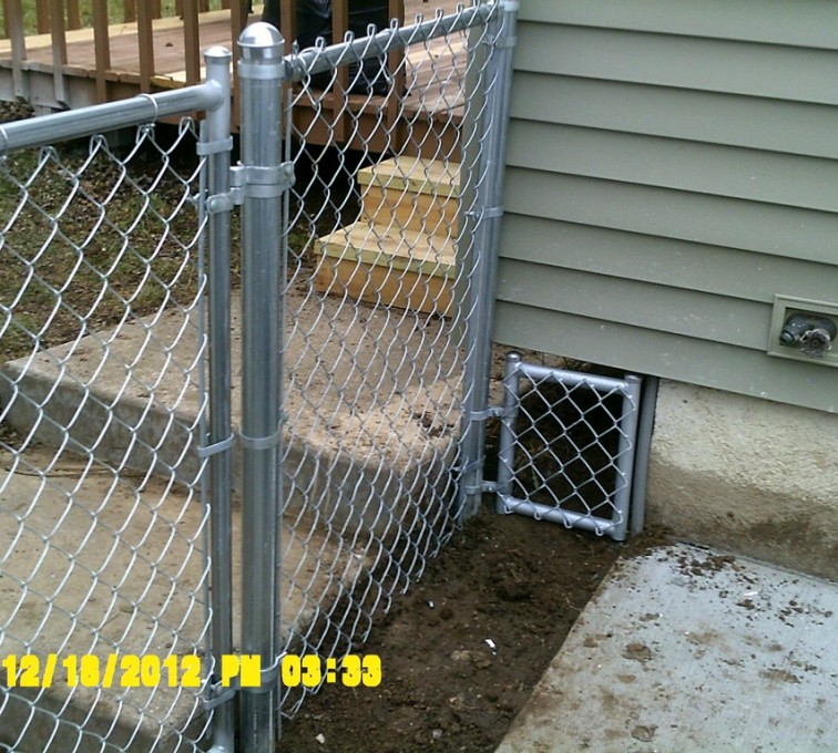 The American Fence Company - Chain Link Fencing, 4' Galvanized Chain Link With Custom Panel - AFC - IA