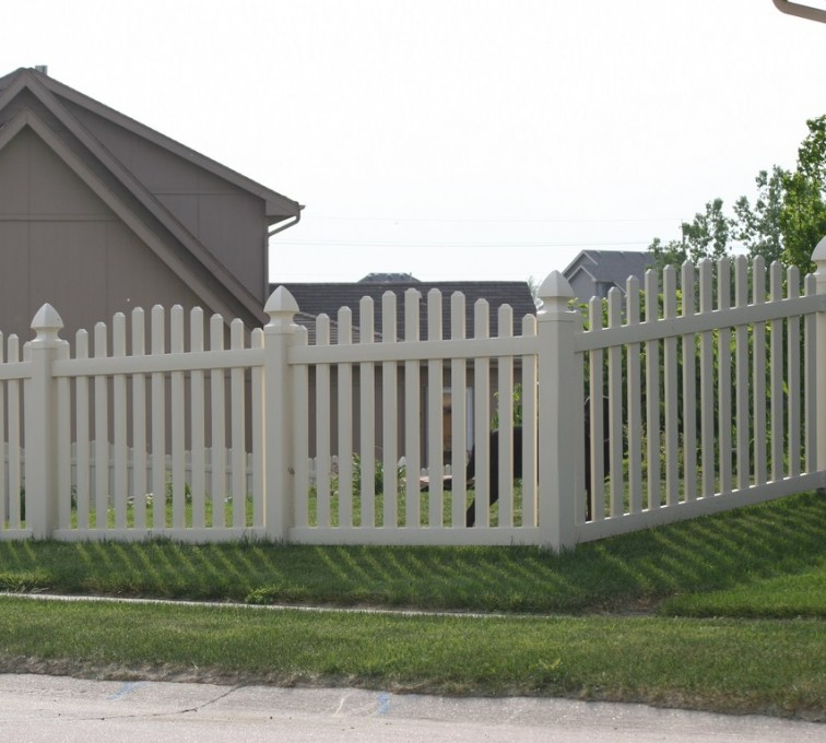 The American Fence Company - Vinyl Fencing, 4' Overscalloped Pickets PVC with French Gothic Post Caps - AFC - IA