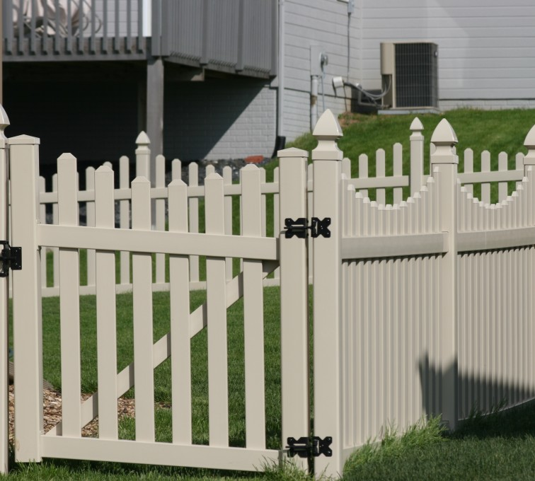 The American Fence Company - Vinyl Fencing, 4' Picket Unscallop Tan 553