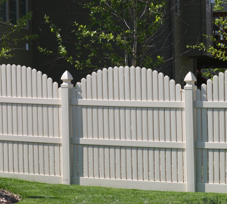 The American Fence Company - Vinyl Fencing, 556 6' overscallop picket white