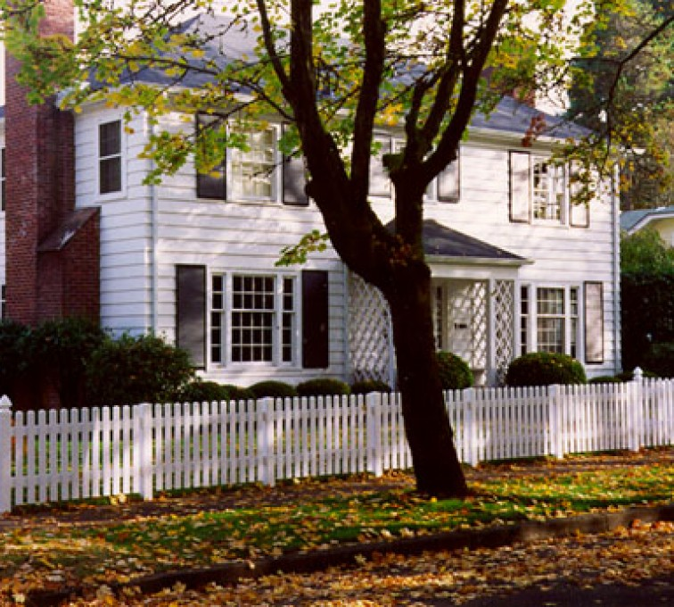 The American Fence Company - Vinyl Fencing, Straight Picket 569