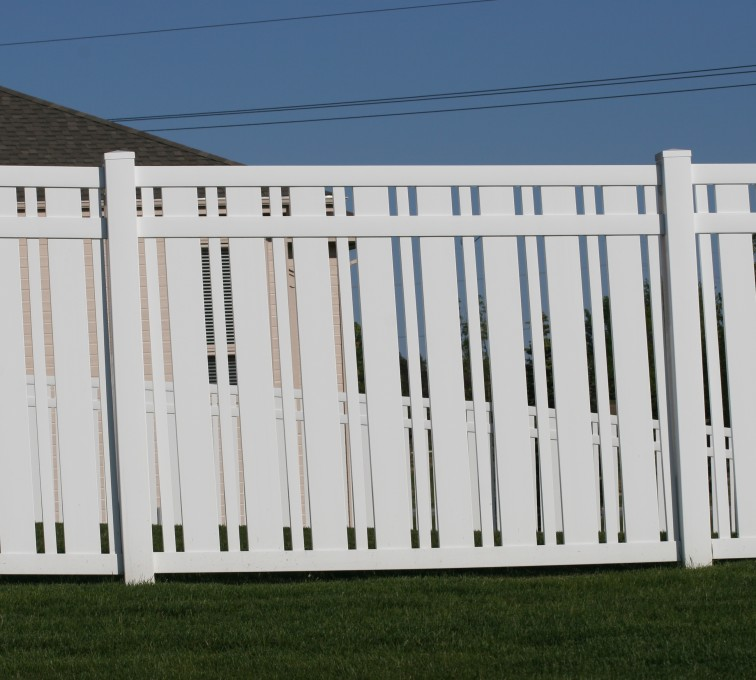 The American Fence Company - Vinyl Fencing, 6' Alternating Picket 572