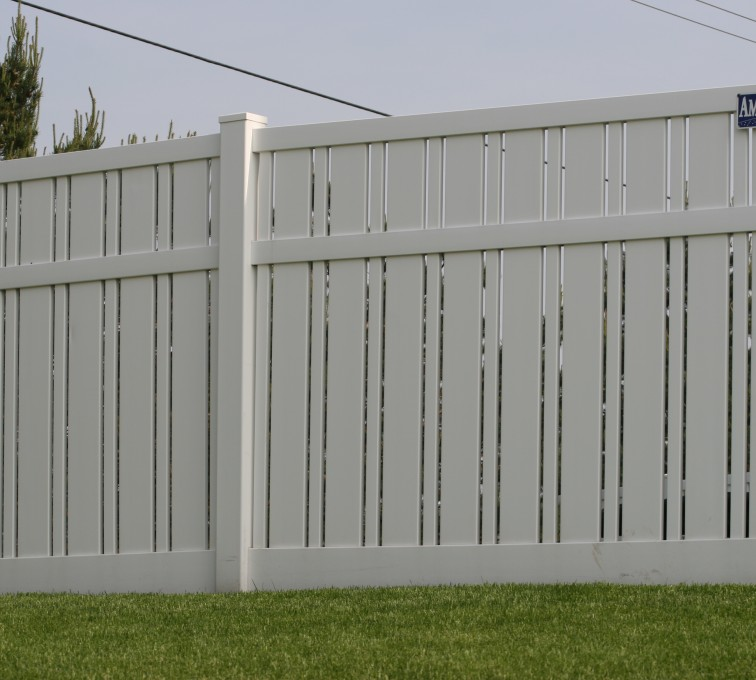 The American Fence Company - Vinyl Fencing, 6' Alternating Picket 577
