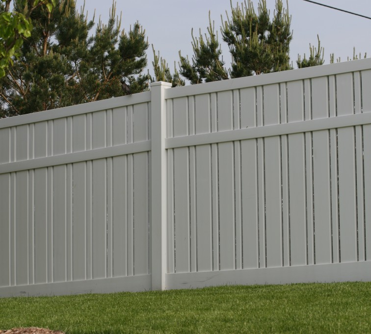 The American Fence Company - Vinyl Fencing, 6' Alternating Picket 578