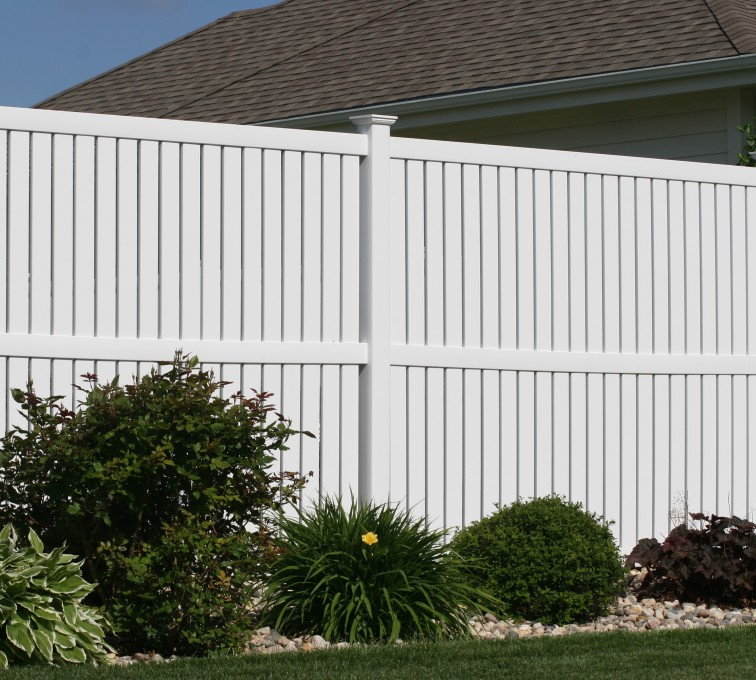 The American Fence Company - Vinyl Fencing, 6' alternating picket 570