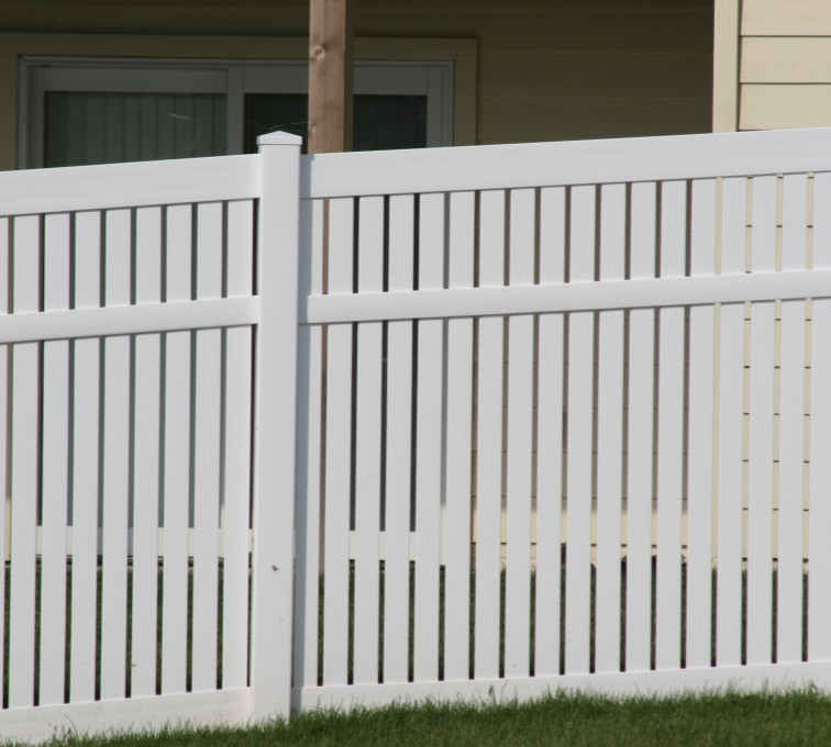The American Fence Company - Vinyl Fencing, 6' alternating picket 571