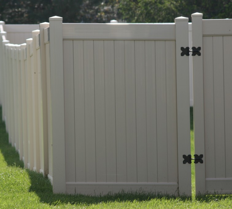 The American Fence Company - Vinyl Fencing, 6' solid Privacy (622)