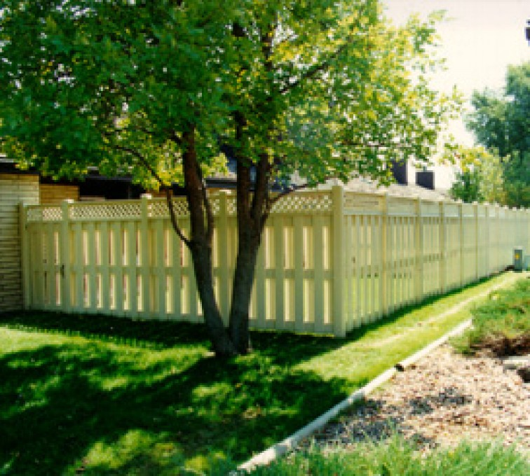 The American Fence Company - Sioux City - Tan Board-on-board vinyl fence