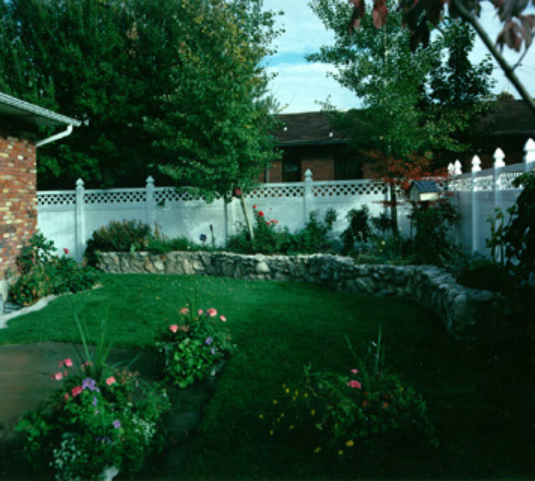 The American Fence Company - Vinyl Fencing, Priv with Lattice (654)