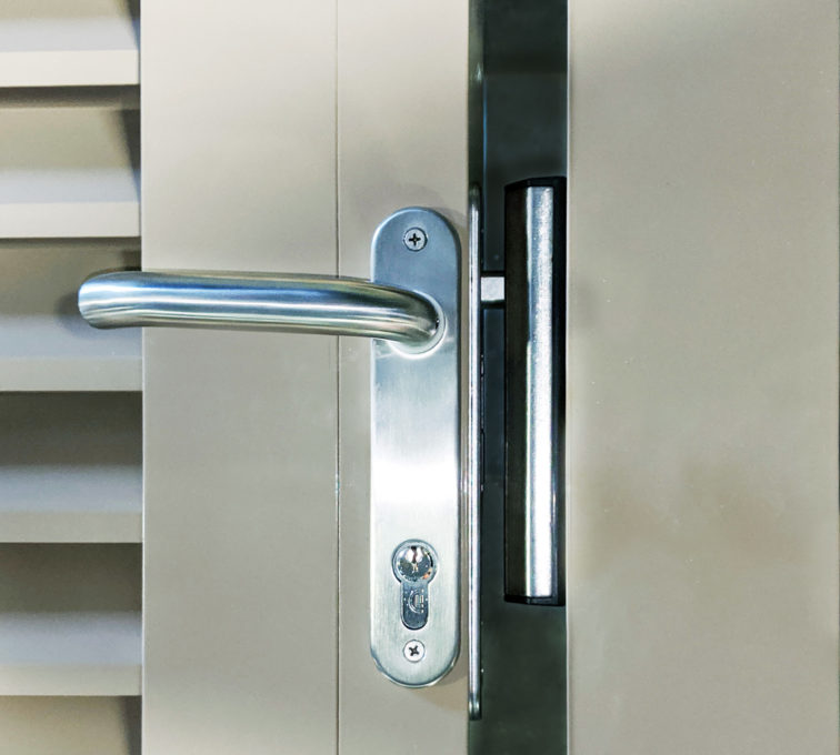 Locinox re-keyable lock system with an auto latch bolt and stout hook latch