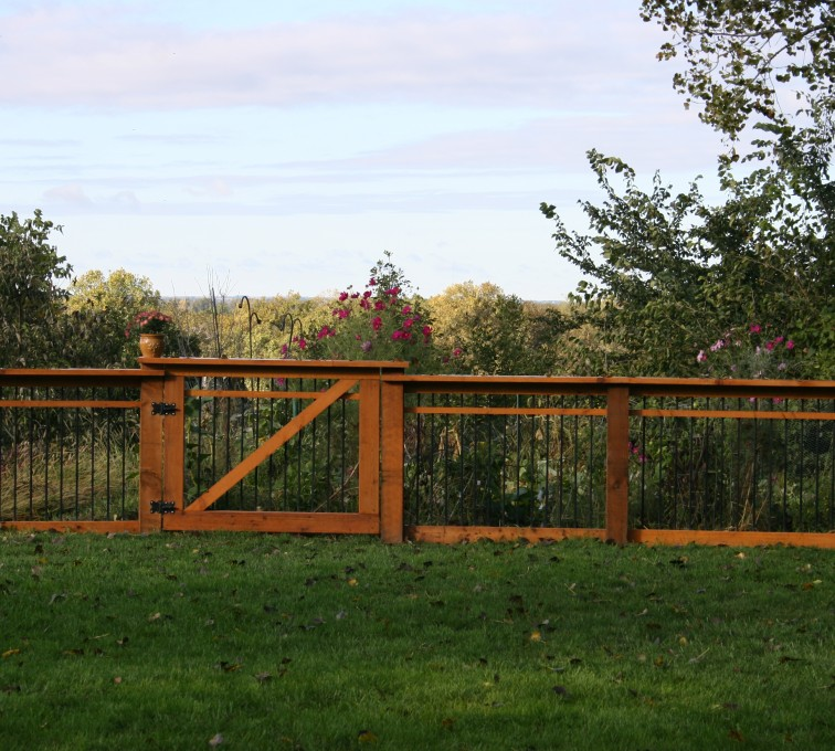 This fence is perfect for your garden with a broad top cap to set vegetables to ripen