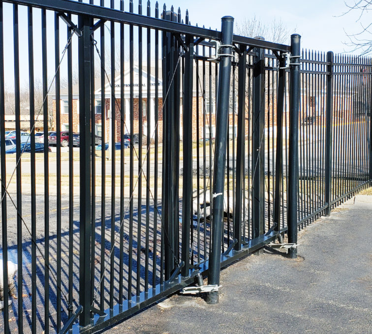 Decorative Ornamental Cantilever Slide Gate with Spear Top Pickets